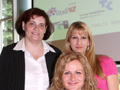 Die Preistr�gerinnen des Unikosmos Marketing Awards 2009: Ulrike Redel (l), Andrea Weller (r), Franziska Hubert (u) (Foto: Public Address)